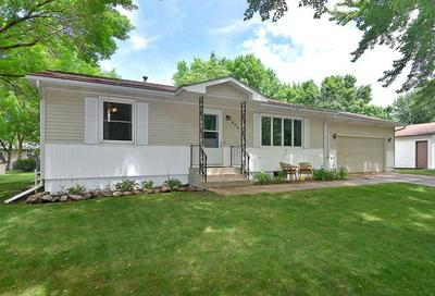 409 16TH AVE NE, Waseca, MN 56093 - Photo 2