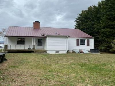 318 WILDWOOD DR, Pearisburg, VA 24134 - Photo 2