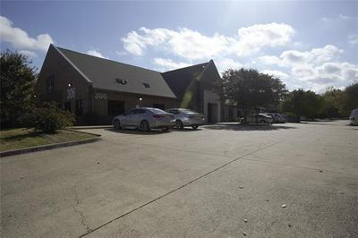 306 E RANDOL MILL RD, Arlington, TX 76011 - Photo 1