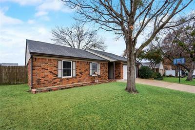 106 CINNAMON LN, Euless, TX 76039 - Photo 2