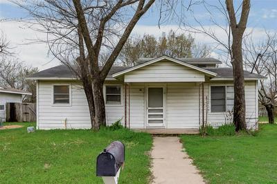 230 E THOMPSON ST, CORSICANA, TX 75110 - Photo 1