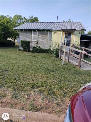 503 E ELLIOTT ST, Breckenridge, TX 76424 - Photo 2