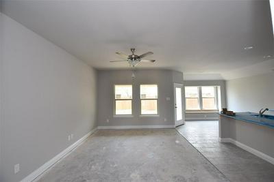 210 HUBBARD ST, Hillsboro, TX 76645 - Photo 2