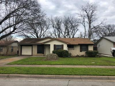 619 THRUSH AVE, DUNCANVILLE, TX 75116 - Photo 1