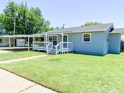 410 W H ST, Munday, TX 76371 - Photo 2