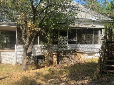 209 W 5TH ST, Winfield, TX 75493 - Photo 2
