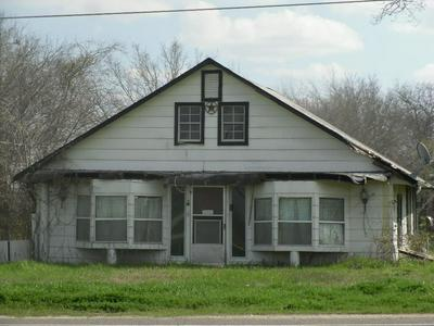 1020 NE 4TH ST, Hubbard, TX 76648 - Photo 2