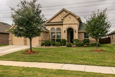 7647 WATERCREST LN, Grand Prairie, TX 75054 - Photo 2