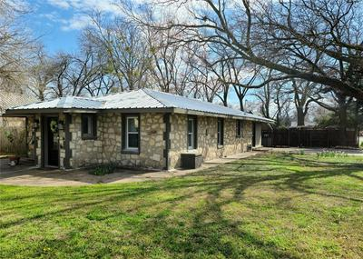 307 W LIVE OAK ST, DUBLIN, TX 76446 - Photo 2