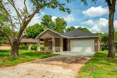 218 TOWN NORTH DR, Terrell, TX 75160 - Photo 2