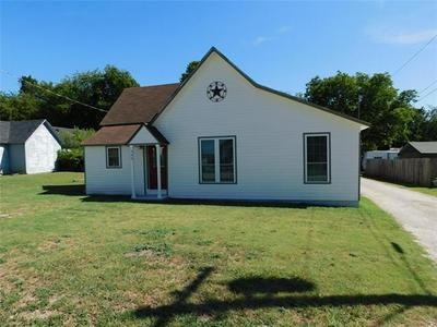 400 E YOUNG ST, Howe, TX 75459 - Photo 1