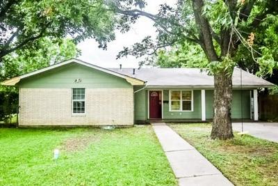 902 MARY ST, Clifton, TX 76634 - Photo 1