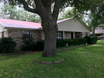 602 E GREENWOOD AVE, Bowie, TX 76230 - Photo 1