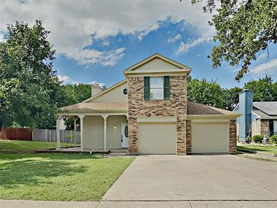 211 WOODDALE, Euless, TX 76039 - Photo 1