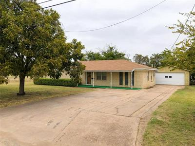 703 COLUMBIA ST, STAMFORD, TX 79553 - Photo 1
