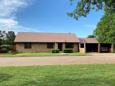 540 E EDEN, Munday, TX 76371 - Photo 1