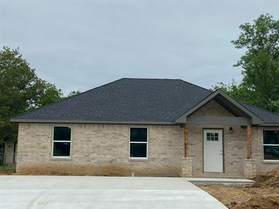 614 N JORDAN ST, Whitesboro, TX 76273 - Photo 1