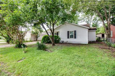 907 EDGEWOOD ST, Ennis, TX 75119 - Photo 2