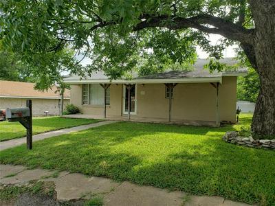 605 N LANE ST, Comanche, TX 76442 - Photo 1