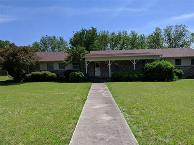 402 CIRCLE DR, Decatur, TX 76234 - Photo 1