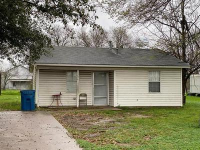 204 W SAN SABA ST, WORTHAM, TX 76693 - Photo 1