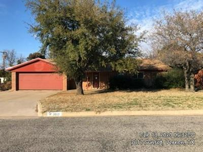2617 SUNSET DR, VERNON, TX 76384 - Photo 1