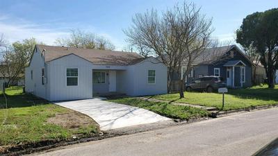 709 ELBA ST, BOWIE, TX 76230 - Photo 2