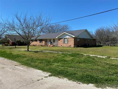 407 E MONROE ST, ITASCA, TX 76055 - Photo 2