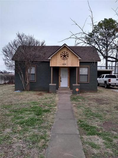 606 N CEDAR ST, Seymour, TX 76380 - Photo 1