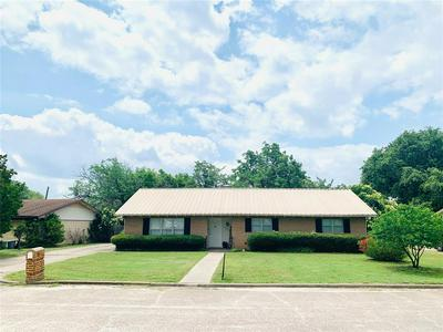 1408 HUMMINGBIRD DR, Hillsboro, TX 76645 - Photo 1