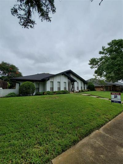 9515 VIEWSIDE DR, Dallas, TX 75231 - Photo 1