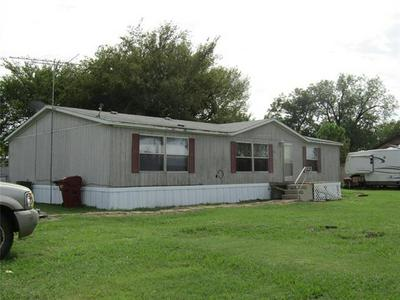 302 E SANGER ST, Celeste, TX 75423 - Photo 2
