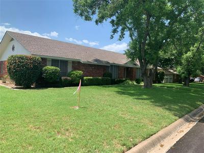302 DELMORE DR, Hillsboro, TX 76645 - Photo 2