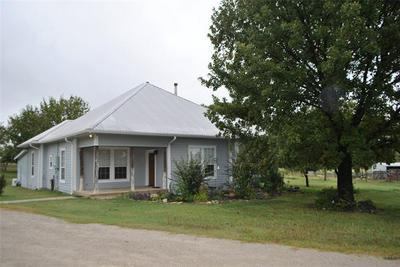 1601 N LANE ST, Comanche, TX 76442 - Photo 2
