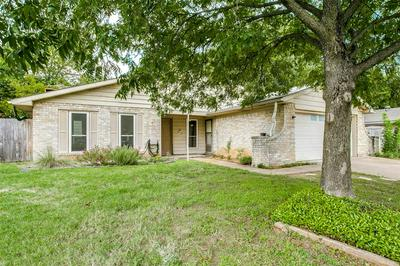 3229 HICKORY CT, Bedford, TX 76021 - Photo 2