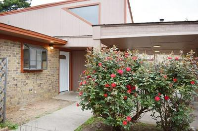 204 YORKSHIRE CT, EULESS, TX 76040 - Photo 1