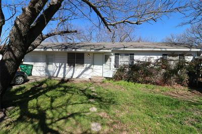 671 S FIFTH AVE, STEPHENVILLE, TX 76401 - Photo 1