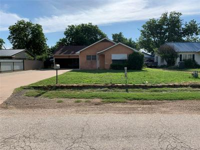 406 S DONALD ST, Seymour, TX 76380 - Photo 1