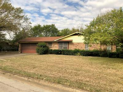 6386 HANGER PARK DR, Forest Hill, TX 76119 - Photo 2