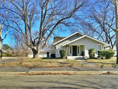 811 KENTUCKY ST, Graham, TX 76450 - Photo 1