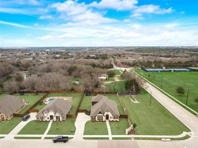 4045 KNIGHTSBRIDGE LN, MIDLOTHIAN, TX 76065 - Photo 2