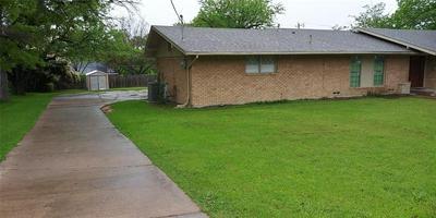 1303 E ELM ST, HILLSBORO, TX 76645 - Photo 2