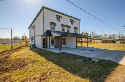 1304 COUNTRY RD, Whitesboro, TX 76273 - Photo 2