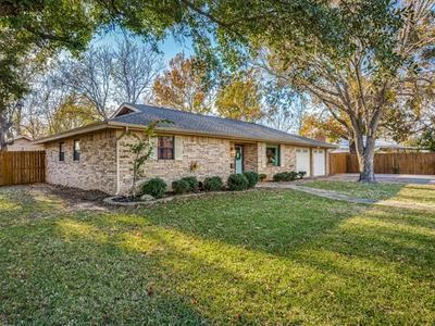 702 PRESTON ST, Bowie, TX 76230 - Photo 1