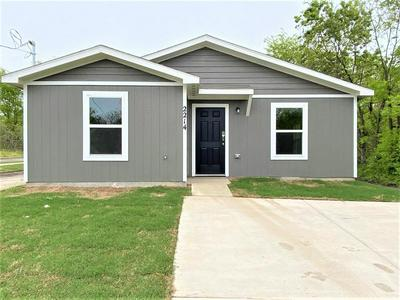 2214 HENRY ST, Greenville, TX 75401 - Photo 2