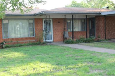 617 W COLLEGE AVE, Coleman, TX 76834 - Photo 1