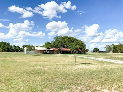 1256 N GROSSMAN ST, Seymour, TX 76380 - Photo 2