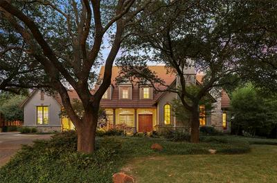 2812 FENWICK LN, Plano, TX 75093 - Photo 2
