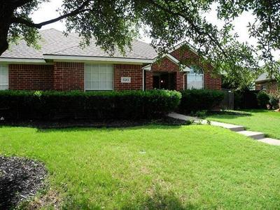 8261 HYDE PARK DR, Frisco, TX 75035 - Photo 1
