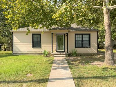 1119 S WINE ST, Gainesville, TX 76240 - Photo 1